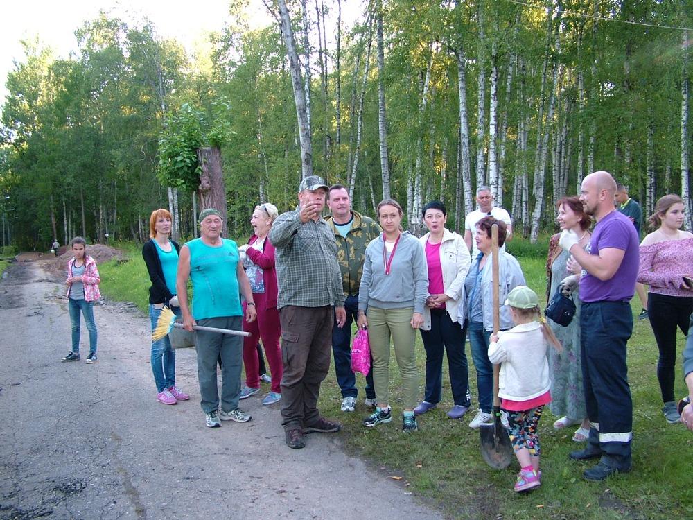 Депутат Костромской областной Думы принял участие в субботнике по благоустройству городского парка в Волгореченске.