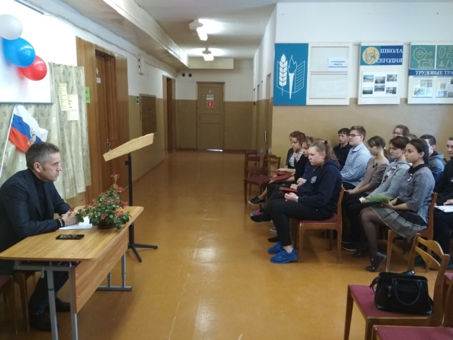 Унженские школьники узнали о работе областного парламента